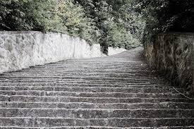 Resultado de imagem para escadas de pedra antigas