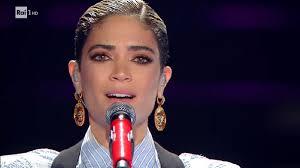 Elodie a Sanremo 2020 in Adesso Tu per la serata delle cover (video)