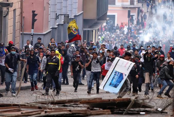 Resultado de imagen para VIOLENTAS MANIFESTACIONES EN ECUADOR