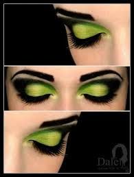 pretty makeup green for a witch or