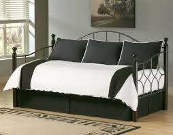 daybed with black and white bedding