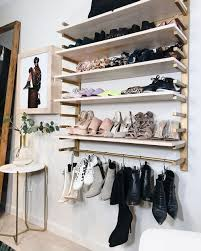 10 Desain Rak Sepatu Paling Gampang untuk Pemilik Kamar Sempit