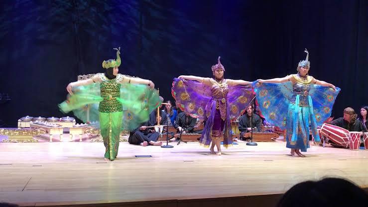 Afbeeldingsresultaat voor tari Peacock Dance