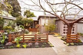 Manicured Front Yard With Zen Design Modern Front Yard Front Yard Design Yard Remodel