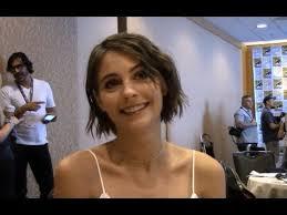Arrow - Willa Holland Interview, Season 6 (Comic Con) - YouTube