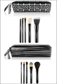 mac packed to go brush sets a model