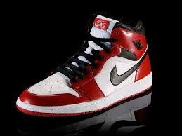 perfil de las Air Jordan 1s de color rojo y blanco