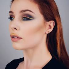 makeup looks for las with blue eyes