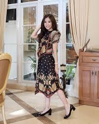 Yuk cek koleksi model baju gamis batik terbaru jadi jika kaka. 60 Model Baju Batik Terbaru Atasan Kombinasi Wanita