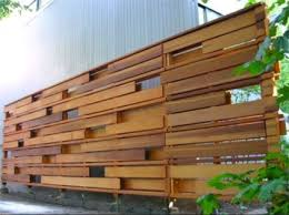 13 Pallet Fence Designs To Improve Your Backyard
