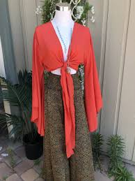 Abby Bell Sleeve Top (Assorted Colors) – Retail Therapy Boutique