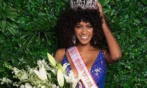 Briana Smith Crowned 2019 Miss Hooters International | RestaurantNews.com
