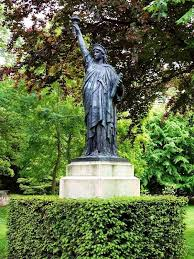 replicas of the statue of liberty in france