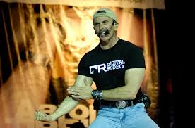 File:Aaron Tippin visits Sailors DVIDS90326.jpg - Wikimedia Commons