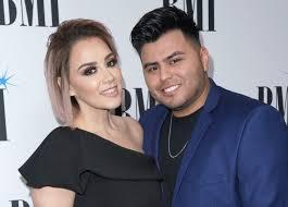 Quién es el esposo de Rosie Rivera?   La Opinión