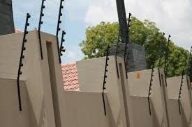 High Walls Around Your House Attract Criminals Expert