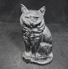 cast iron cat figurine statue