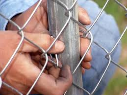 Chain Link Fence Ties With Hooked End For Easy Installation