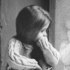 صور اطفال حزينه ابيض واسود