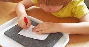 Matériel Montessori : images à poinçonner -
