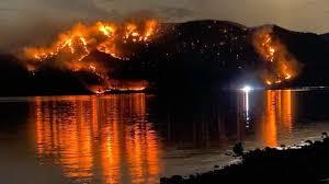 hikers evacuate as brush fires break