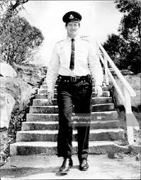 Bill Hamilton walking the steps in Redman Road, Dee Why.... News Photo -  Getty Images
