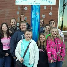 Learning Zone students participate in Holiday Pole Decorating | Local |  dailyjournalonline.com