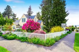639 Red House White Picket Fence Photos Free Royalty Free Stock Photos From Dreamstime