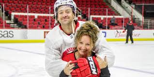 Justin Williams and his actual hair twin, his mom, reunite during ...