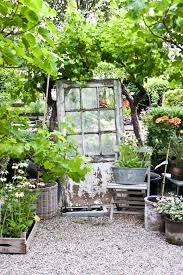 old door garden decor ideas