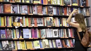 Coronavirus, in Lombardia nuova ordinanza: riaprono i negozi per ...
