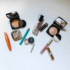 how to create a minimalist makeup look