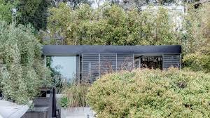 saez pedraja adds small studio to a