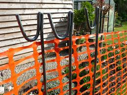 Suregreen Orange Plastic Barrier Fencing 1m X 25m Safety Construction Site Mesh With 10 Steel Posts Ideal For Crowd Control Blocking Access Fence Amazon Co Uk Garden Outdoors