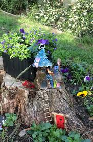 15 awesome tree stump fairy gardens