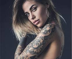 Curve sexy e tatuatissima: ecco Zoe Cristofoli, la nuova fiamma di ...