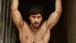 Grande Fratello Vip, Andrea Montovoli il più sexy della Casa