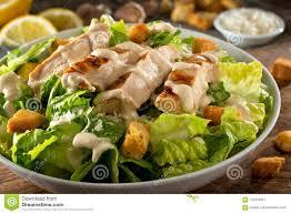 Pollo Caesar Salad immagine stock. Immagine di verde - 115376441