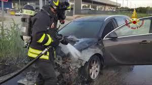 Incendio vettura via Albertini Ancona - YouTube