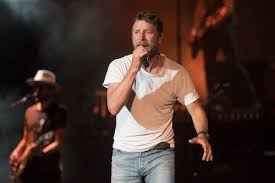 Country star Dierks Bentley brings the hits along with the rain to ...