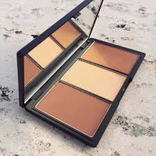 face form light contouring sleek makeup