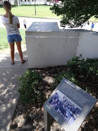 File:Commemorative Plaque with Plinth from Which Abraham Zapruder Filmed  Kennedy Assassination - Dealey Plaza - Dallas - Texas - USA  (20090644882).jpg - Wikimedia Commons
