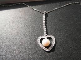 q136 las 18ct white gold diamond and