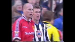 Duncan Ferguson vs Jaap Stam (Newcastle vs Manchester United) 2000 - YouTube