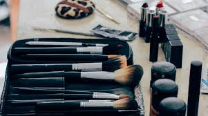 guide to beauty makeup for travel