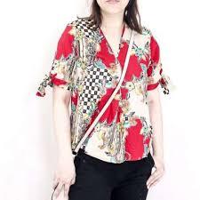 Seperti yang anda tahu, tahun ini, dunia fashion masih mengadaptasi gaya klasik dan retro. Jual Model Baju Batik Wanita Harga Terbaik 2020 Blibli Com