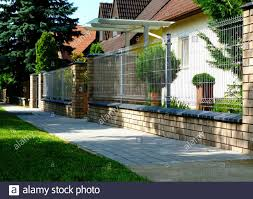 Modern Garden Wall Painted High Resolution Stock Photography And Images Alamy