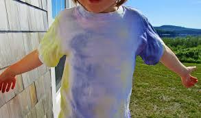 make a cool tie dye shirt using food