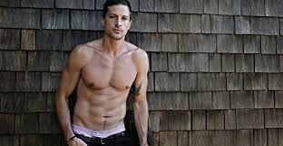 Where is Simon Rex today? Bio: Wife, Brother, Family, Father