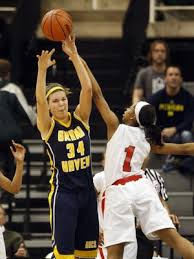 Michigan volleyball star Abby Cole moves to hoops in winter